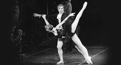 Elizabeth Maurin and Nureyev in Swan Lake